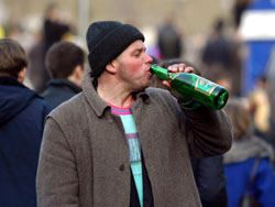 Какая связь между возрастом, мужественностью и злоупотреблением алкоголя?