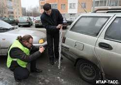 Чтобы получить страховку за разбитую машину, автовладельцам по-прежнему приходится тратить уйму времени и сил