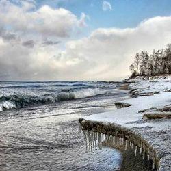 Байкал предлагает туристам экстремальный сплав на льдине