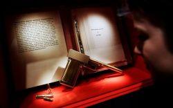 Выставка, посвященная 100-летию создателя Джеймса Бонда (фото)