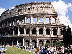 """Итальянцы бьют тревогу по поводу \""""растаскивания на сувениры\"""" Рима и курортных островов"""