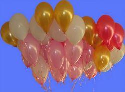 Священник улетел в небо на воздушных шариках