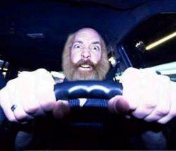 Большинство московских водителей признает, что под угрозой новых штрафов стало ездить аккуратнее