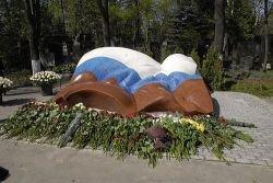 В Москве открыт памятник первому президенту России (фото)
