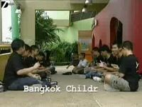 Необычное развлечение бангкокских школьников (видео)