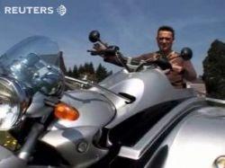 В Британии создали мотоцикл для инвалидной коляски (видео)