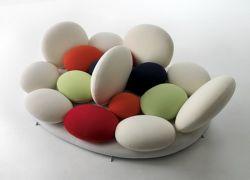 Итальянский дизайнер Matteo Thun придумал конфетный диван
