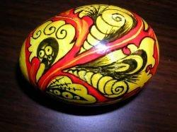 В Севастополе установили 4-метровое пасхальное яйцо