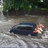 Эвакуация жертв наводнения в Канаде приостановлена в связи с погодными условиям