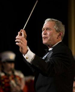 Джордж Буш - главный дирижер оркестра Белого дома (фото)