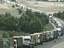 Около тысячи грузовиков скопилось на латвийско-российской границе