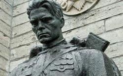 """Эстония продолжила \""""войну памятников\"""""""