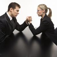 Доказано, что мужчины и женщины задействуют соответственно стереотипы компетенции и коммуникабельности