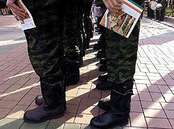 Из-за провала военной реформы армия недосчитается сотен тысяч контрактников