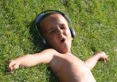 В бесплатную музыку из интернета встроят рекламные паузы
