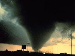 Тройное торнадо в американском штате Вирджиния (видео)