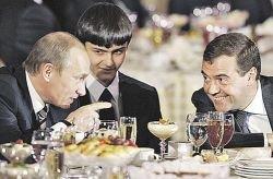 Владимир Путин и Дмитрий Медведев: братья Наполеоны