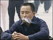 Столица Китая начала борьбу с курением