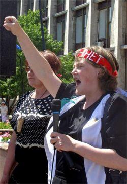 """В Симферополе демонстранты призвали \""""гнать НАТО в шею\"""""""