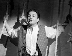 Премьера моноспектакля Олега Меньшикова «1900» – один из самых шумных провалов сезона