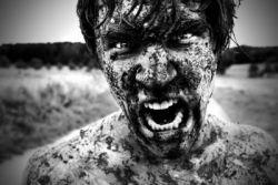 Репортаж с футбольного матча в грязи (фото)