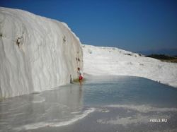 Потрясающий бассейн в Памуккале (фото)