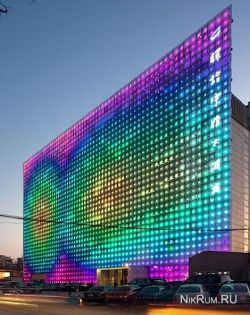 Greenpix - гигантский LED-дисплей, работающий на солнечных батареях