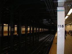 В метро Нью-Йорка сошли с рельсов два вагона