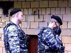 Милиция заблокировала 25 нацболов в московской квартире, обнаружив труп у подъезда дома