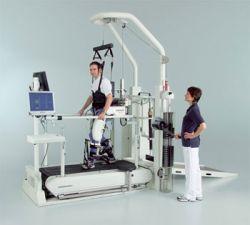 Швейцарские изобретатели придумали способ научить парализованных ходьбе