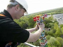 На самую высокую башню из Lego ушло 500 тысяч деталей (фото)
