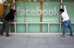 Microsoft подбирается к Facebook