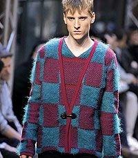 Дизайнеры советуют мужчинам смелые эксперименты с яркими и пестрыми нарядами