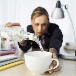 Каждый десятый сотрудник пьет прямо на работе