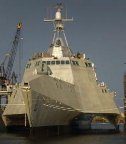 """Первый тримаран, построенный с использованием технологии \""""стелс\"""" (фото)"""
