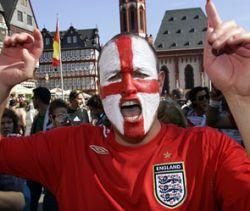Английских фанатов в России разве что не посадят на карантин