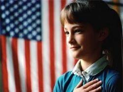 Американского подростка неконституционно выгнали из школы за отказ от клятвы флагу