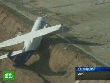 В США торнадо сдувал самолеты в аэропорту