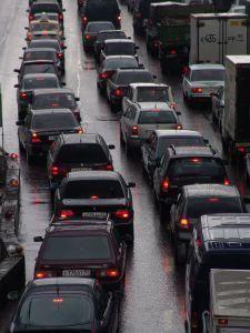 Многокилометровые пробки образовались на основных магистралях на въезде в Москву