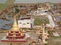 Судно с гуманитарной помощью  Мьянме затонуло в реке Иравади