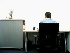 Отчего на работе возникает боль в шее?