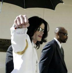 Майклу Джексону удалось отсрочить продажу своего поместья с аукциона