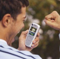 Почему хочется покарать владельцев мобильников?