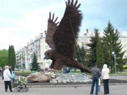 Праздничный монумент в городе Орел (фото)