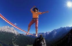 Хайнц Зак побил рекорд прохождения на высоте по тросу (фото)
