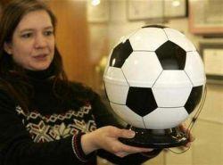 Хозяева Евро-2008 выпустили футбольную урну для кремации