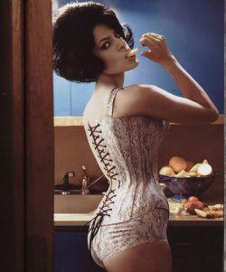 Ева Мендес снялась топлесс для журнала Vogue Italy (фото)