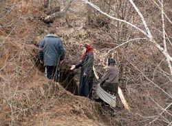 Спасатели МЧС начали рыть туннель в пещеру пензенских затворников