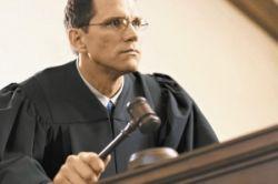 Английские судьи откажутся от мантий и париков