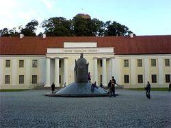 Трех литовцев задержали по подозрению в краже доспехов